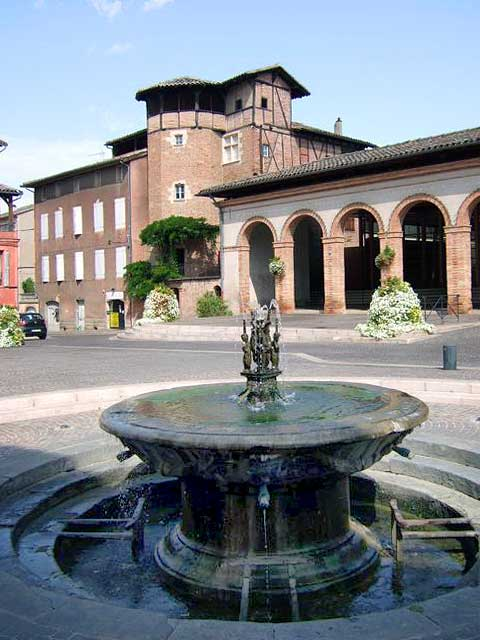 http://www.chambres-hotes-tarn-lalande.com/wp-content/gallery/gaillac/gaillac-place-du-griffoul-fontaine.jpg