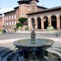 Place du Griffoul et sa fontaine à Gaillac