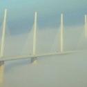 Le Viaduc de Millau dans le brouillard