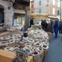 Une rue du marché hebdomadaire de Réalmont