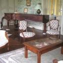 Salon et coin piano de la maison d'hotes de Lalande